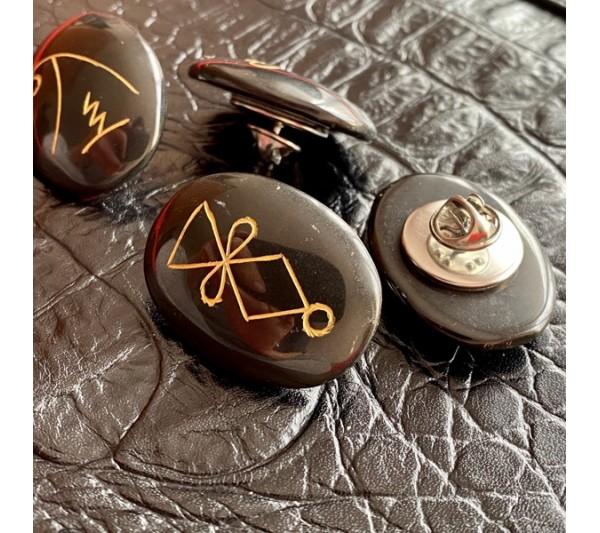 брошка черен обсидиан и символи рейки