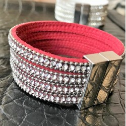 Bracelet made of natural suede and crystals